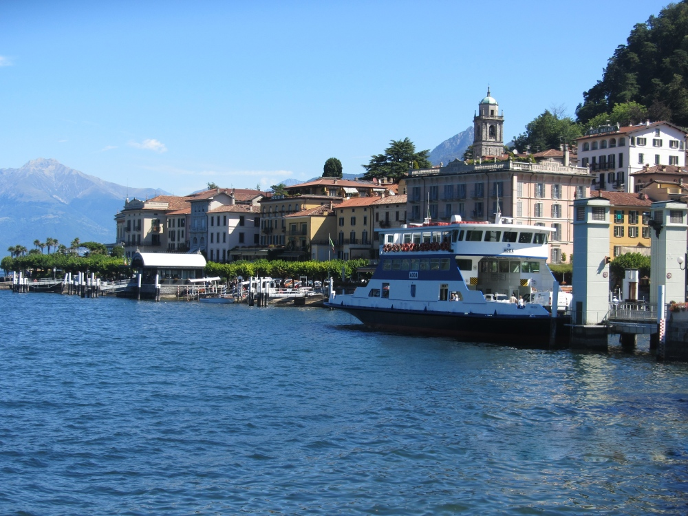 A Boat in Bellagio (2/6)
