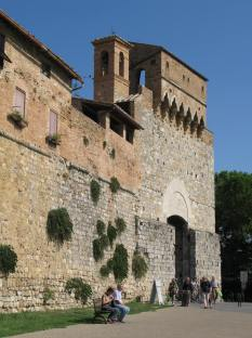 The Walled San Gimignano and Porta San Giovani