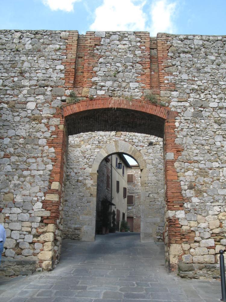 Traipsing Through Tuscany- Montefollonico to La Foce (6/6)