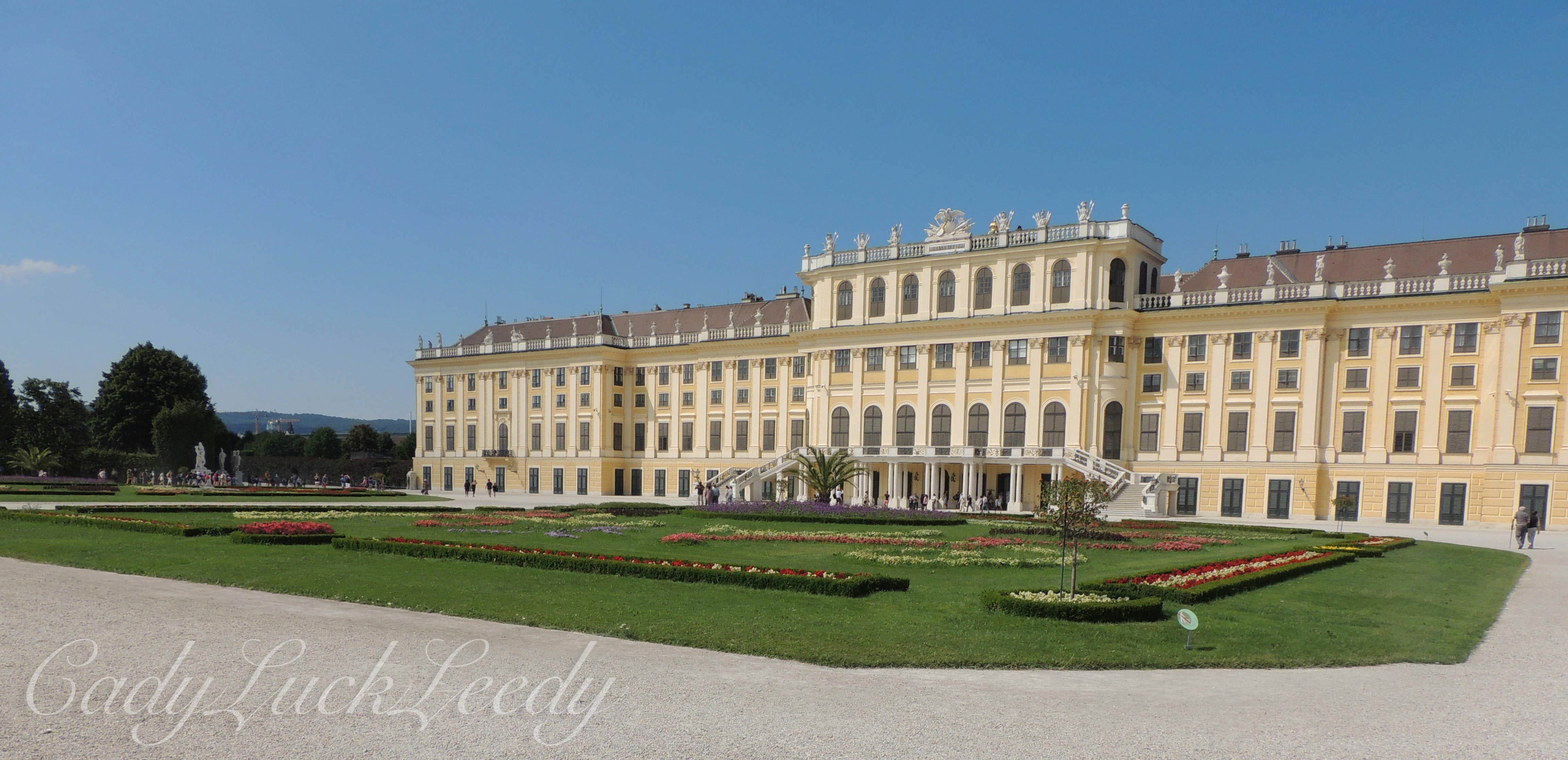 Sch 246 Nbrunn The Big Yellow Palace In Vienna The Travel