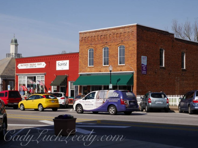 Box Shaped Store Fronts in Mathews, NC