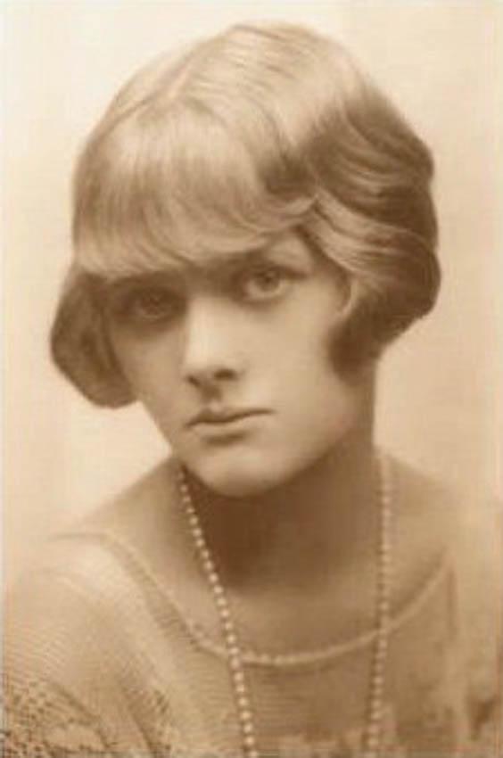 A Young Daphne du Maurier