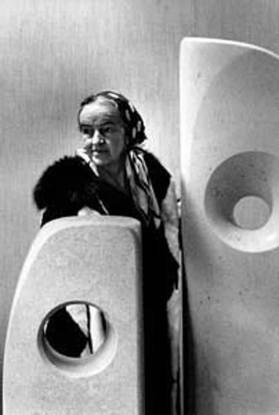 HEPWORTH Barbara, 1966, sculpteur (GB) © ERLING MANDELMANN ©